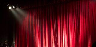 Gente a teatro, Foto di Monica Silvestre da Pexels